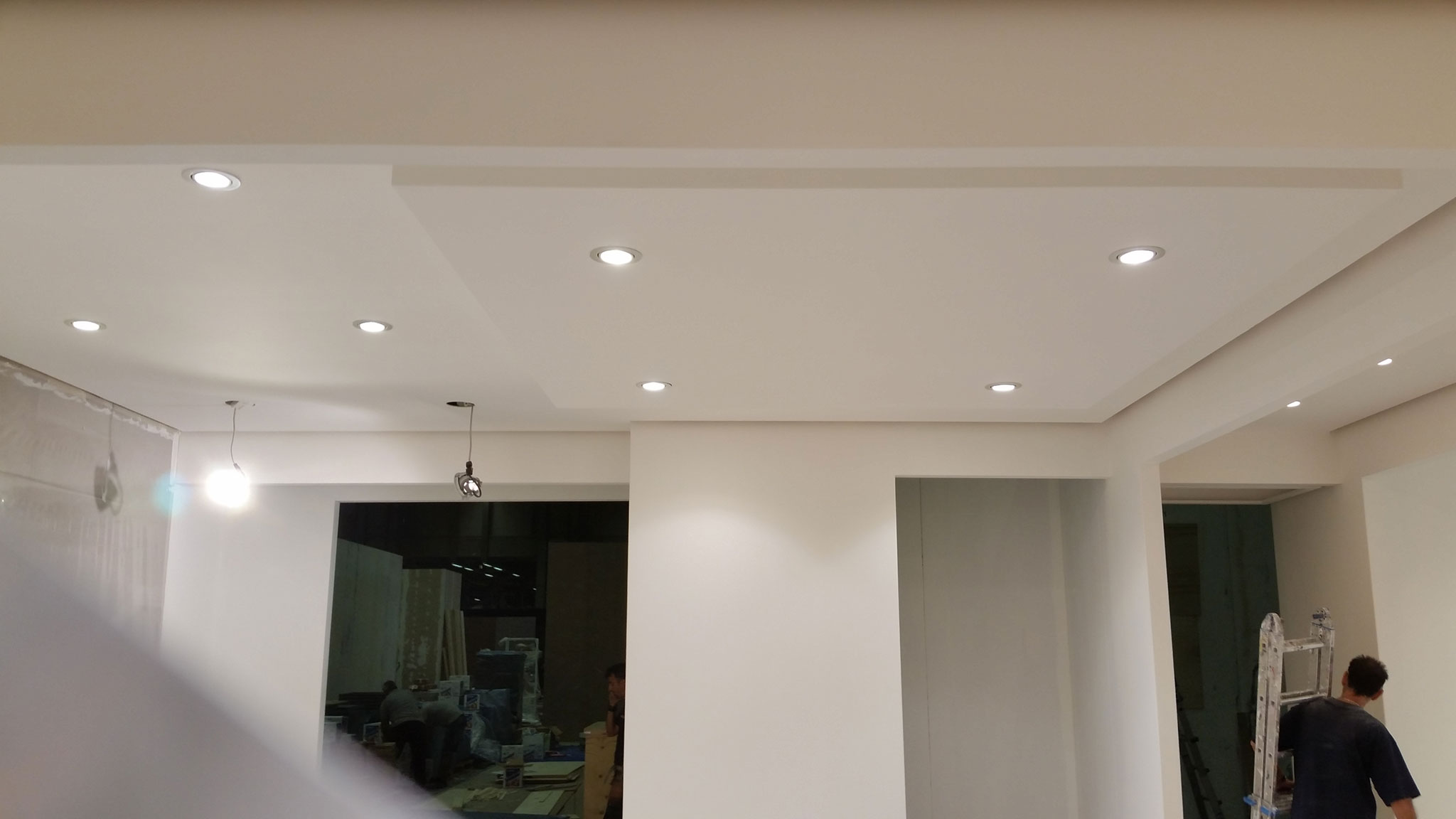 controsoffitto in cartongesso con faretti led in fase di completamento